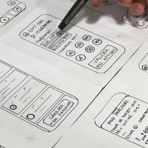 Wireframing et design d'interfaces lors d'un atelier UX design mené par Farouk Nasri agence UX Lille